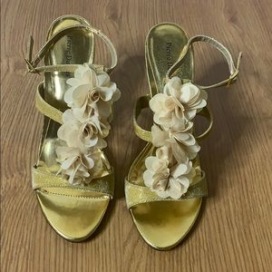 Pierre Dumas Gold Sandals Size 10M Brand New